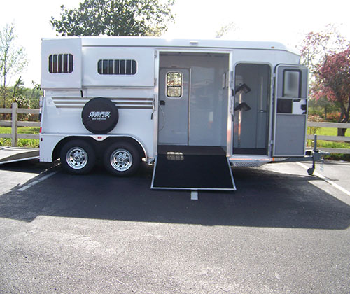 Two Horse Trailer With Side Ramp And